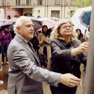 El gobernador Miguel Lifschitz y la ministra de Eduación, Claudia Balagué, participaron del acto oficial de la provincia de #NiUnaMenos.