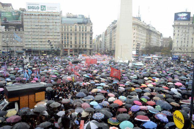 La lluvia no impidió la multitudinaria convocatoria en Capital.