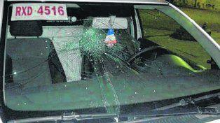 Móvil. El vehículo oficial de la Municipalidad de San Lorenzo quedó destrozado.