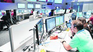 Desolación. Los científicos del centro de control espacial instalado en Alemania ayer esperando las señales.