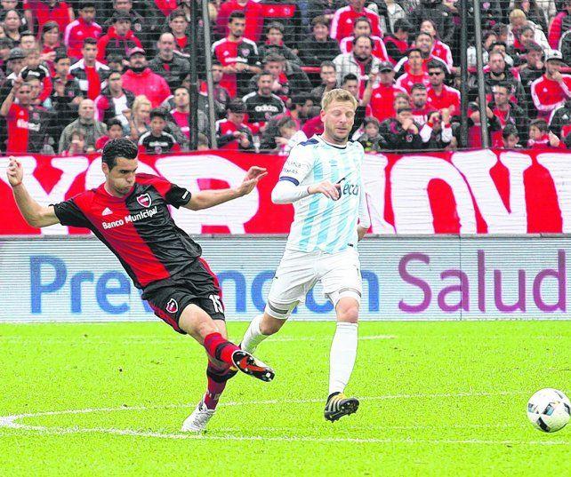 Fabricio Formiliano. El zaguero uruguayo tiene chances de conformar la dupla central con Néstor Moiraghi.