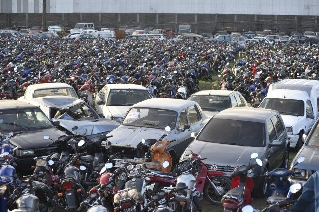 Abarrotado. El predio de la zona oeste tiene capacidad para 1.500 autos y 9.500 motos.