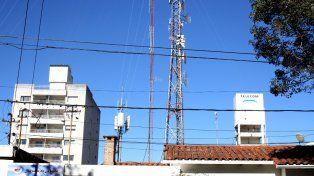 Antenas. Según denuncias, las empresas del sector no instalaron las torres necesarias para optimizar el servicio.