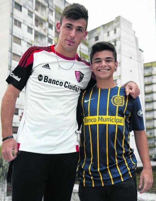 Sin dramatismos. Tamir Berman (NOB) y Agustín DAmico (RC) posan abrazados.