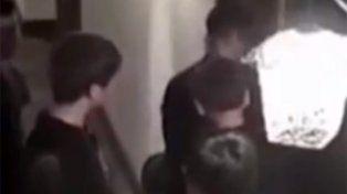 Molestos por no poder descansar, huéspedes de un hotel atacan a pareja por sexo escandaloso