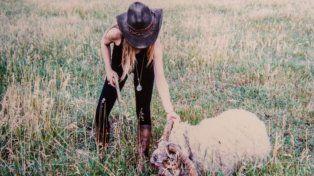 Repudio por la aparición de fotos de Victoria Vanucci y Matías Garfunkel cazando animales