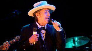 El silencio de Dylan alimentó las especulaciones sobre si acudirá a la ceremonia de Estocolmo para recibir el Nobel en diciembre.