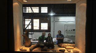 Laboratorio: Germán Giordano, Belen Molinengo, y Fernán García, del área Antropología y Paleontología.
