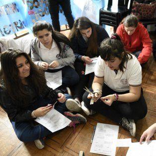 Las chicas y chicos de primer año, en un trabajo coordinado por la profesora Graciela Parapetti.