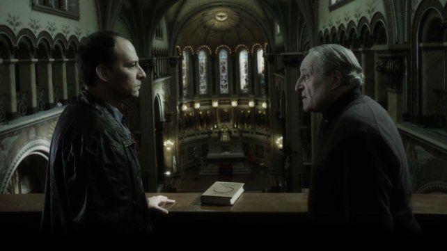 Entre leyendas. Echevarría y Carnaghi protagonizan este filme que ronda el mito del Ángel de la Muerte.