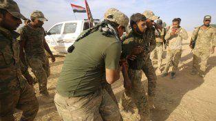 Un soldado iraquí herido en Mosul.