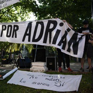 Frente al municipio. Alrededor de 10 grupos se presentaron por la tarde en la plaza 25 de Mayo.