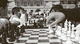 Concentrados, los chicos aseguraron que el ajedrez les permite afianzar la memoria.