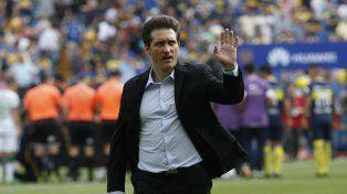 Prueba. Al Melli no le gustó el rendimiento ante Sarmiento y meterá mano.