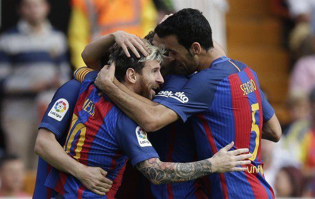 Messi y compañía festejan el primer tanto ante el Valencia