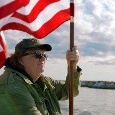 Humor y sarcasmo en el nuevo documental de Michael Moore.