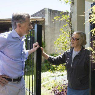Puerta a puerta. Macri recorrió la localidad bonaerense de Magdalena.