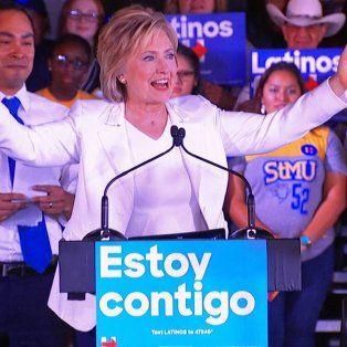 Rol crucial. Hillary intenta capitalizar el descontento de los latinos con las radicales posturas de su rival.