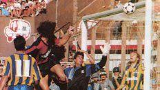 Vuela, Pájaro. Cristian Domizi se eleva y la clava en el Parque.