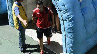 Maxi Rodríguez encabezó el arribo del plantel leproso al Gigante de Arroyito.