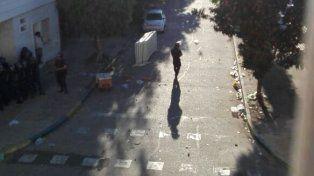 Incidentes entre hinchas canallas y la policía en inmediaciones del Gigante