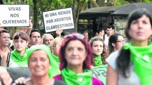 En marcha. Pañuelos verdes, símbolo de la campaña nacional por el aborto.