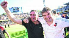 Indescriptible. La emoción de Diego Osella se hizo notar al final del partido junto a su hermano Javier.