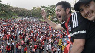 En avenida Pellegrini y Ovidio Lagos los hinchas se reunieron a celebrar el triunfo ante Central.
