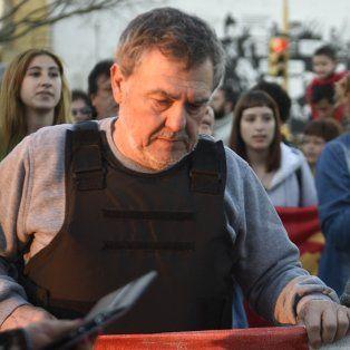 alberto perassi y su custodio fueron demorados por la policia por usar chaleco antibalas