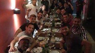El plantel de Newells festejó el triunfo en el clásico en un bar de avenida Pellegrini
