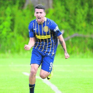 Triunfo contundente. Rodrigo Migone festeja su gol ante Newells, el primero.