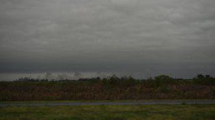 Rosario y la zona sur de Santa Fe esperan lluvias hoy y mañana. El jueves mejoraría el tiempo.