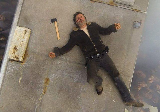 Los fanáticos de The walking dead lloran a las víctimas del bate asesino de Negan