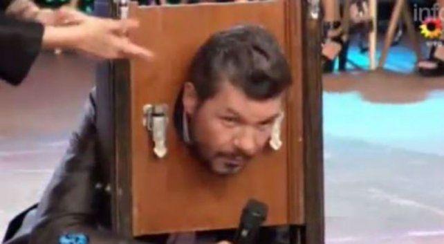 ¡Qué miedo! Tinelli se entregó a las manos mágicas y a la guillotina del Bicho Gómez