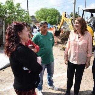 Fein, junto a Gustavo Leone, recorrieron obras en barrios del noroeste rosarino.