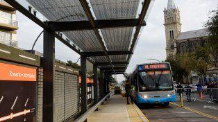 Por Alberdi. El Metrobus modificó la fisonomía y la movilidad en el sector.