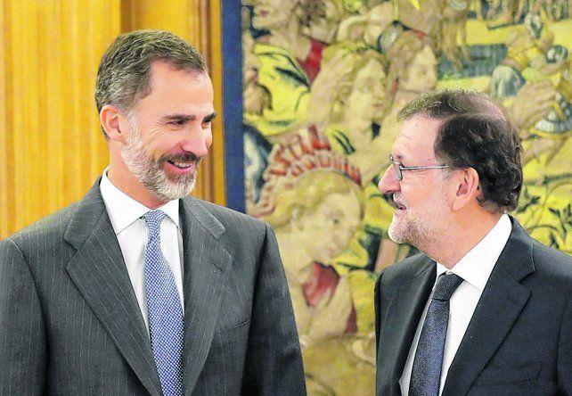Confirmado. El monarca español le encarga a Rajoy conformar un Ejecutivo una vez levantado el veto socialista.