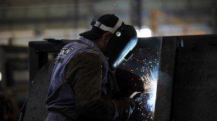 Bajo fuego. Los números muestran que la economía seguirá en recesión.