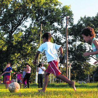 Inclusión social. Que los jóvenes jueguen y practiquen deportes y no estén en la calle es la idea de los legisladores.