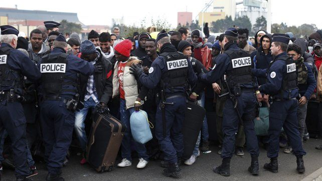 La Jungla de Calais, el último bastión de migrantes en Francia fue demolido