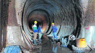 Para Empalme Graneros. El conducto tiene más de dos kilómetros de extensión y 5 metros de diámetro.