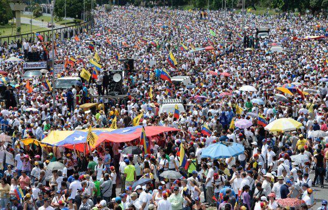 Multitudinario. Decenas de miles de venezolanos salieron a las calles