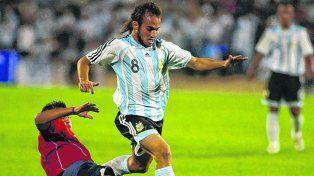 En un amistoso. Belluschi lució la camiseta número 8 ante Chile