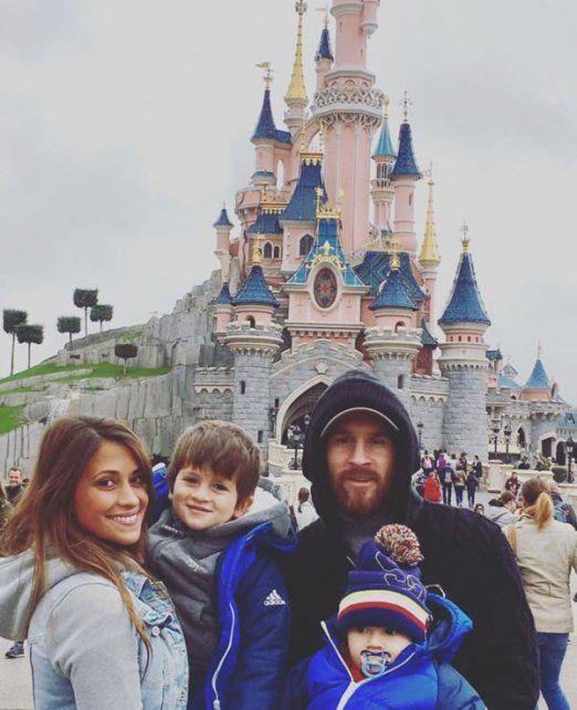 Antonella publicó esta imagen junto a sus hijos y Lionel en EuroDisney.