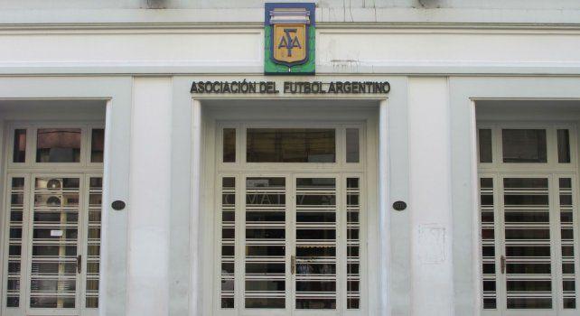 Varios exdirigentes de AFA están involucrados en el incumplimiento del pago de tributos a la Afip.