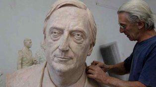 polemica por un proyecto para erigir un busto de nestor kirchner en las cuatro plazas