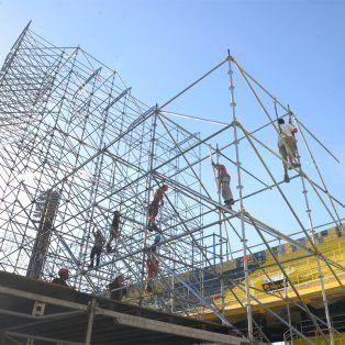 La estructura ya está preparada para un show inolvidable en la ciudad.
