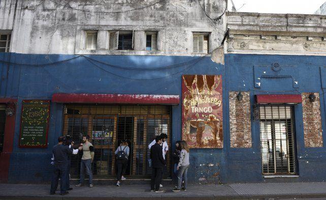 La Chamuyera. El espacio cultural de Corrientes 1380 ya había sido escenario de ataques así. No hay denuncias de vecinos por ruidos molestos.