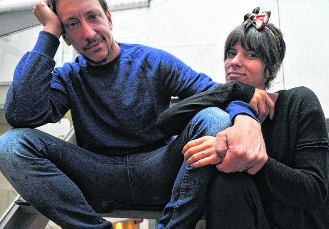Pareja tiempo completo. Nicolás Vázquez y Gimena Accardi posan para Escenario