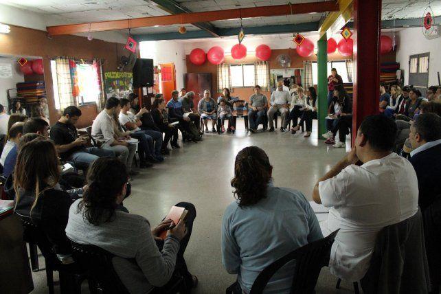 Diálogo. En Las Flores Sur los vecinos participaron masivamente del consejo barrial que se realizó esta semana.